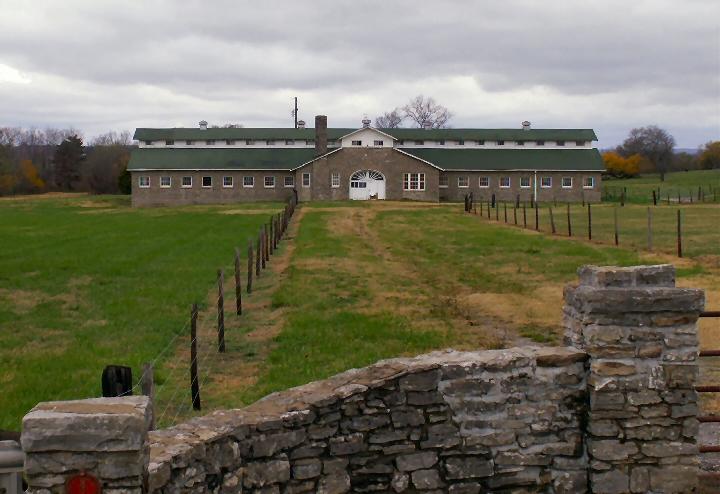 horse-barn-near-hendersonville-nov-2007.jpg